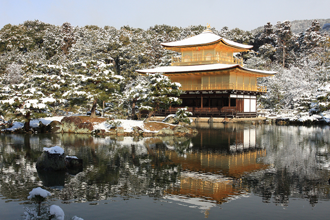 雪の金閣寺(2010年撮影)